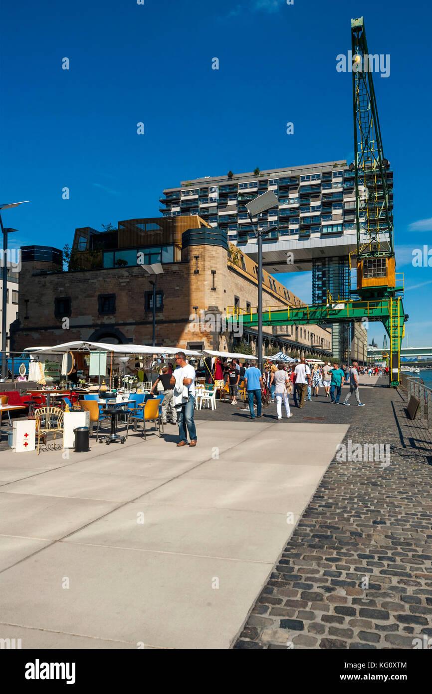 Köln, Nordrhein-Westfalen, Deutschland: Nostalgie-Markt im Rheinauhafen - Pandion Vista Kranhaus Nord - ehem Stockbild