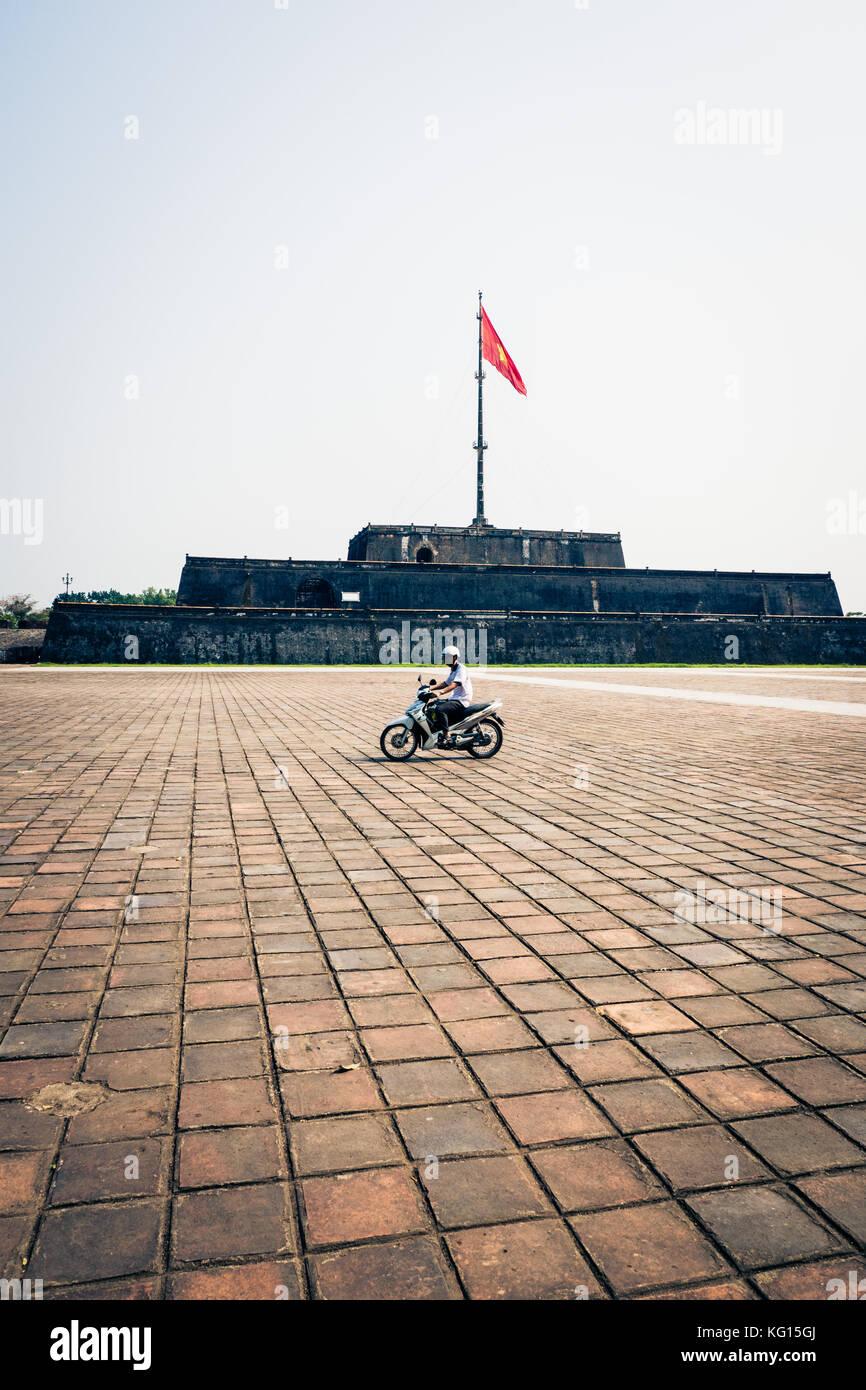 moped vietnam stockfotos moped vietnam bilder alamy. Black Bedroom Furniture Sets. Home Design Ideas