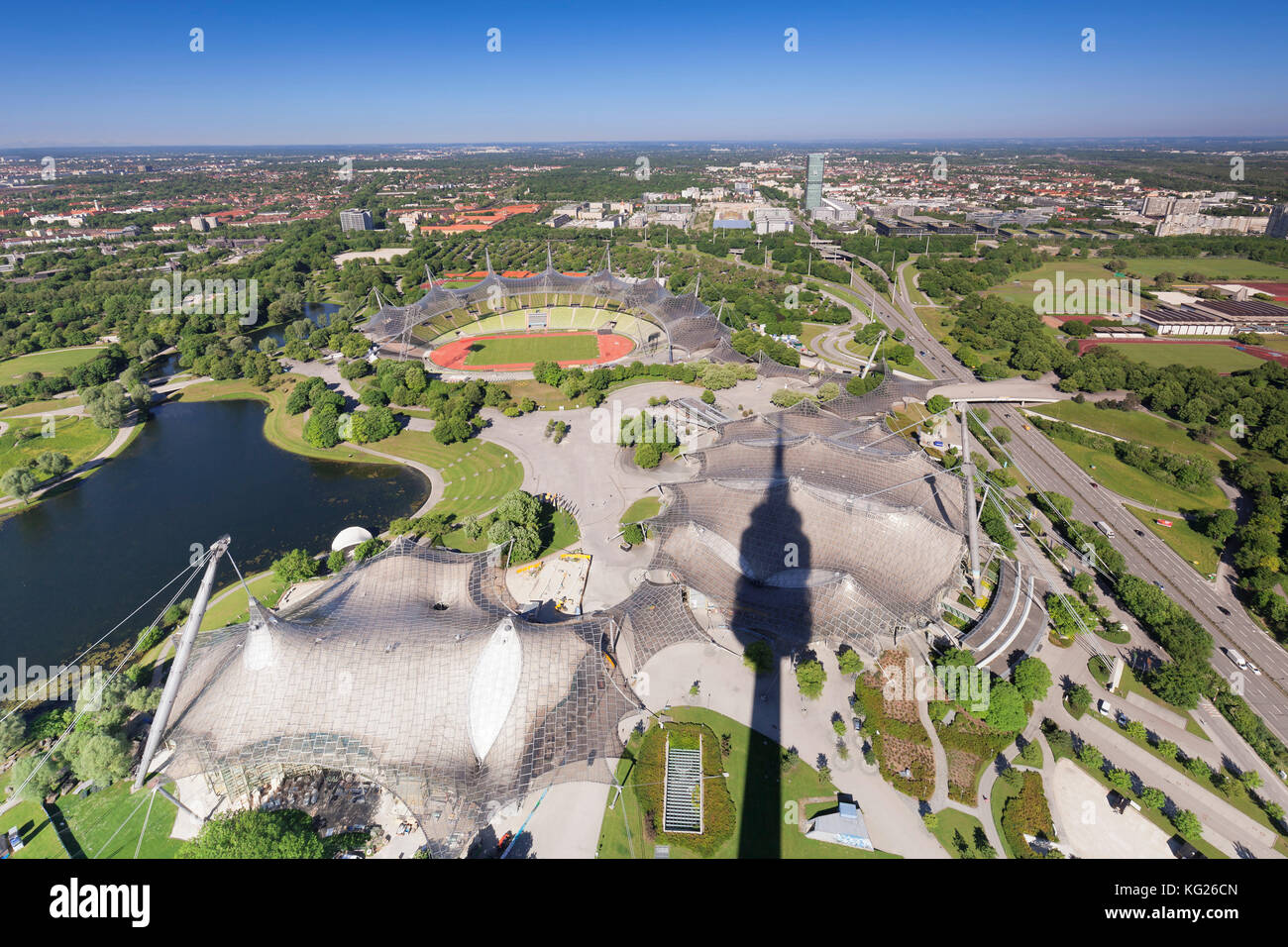 Blick vom Olympiaturm olympiaturm () am Olympiastadion im Olympic Park, München, Bayern, Deutschland, Europa Stockbild