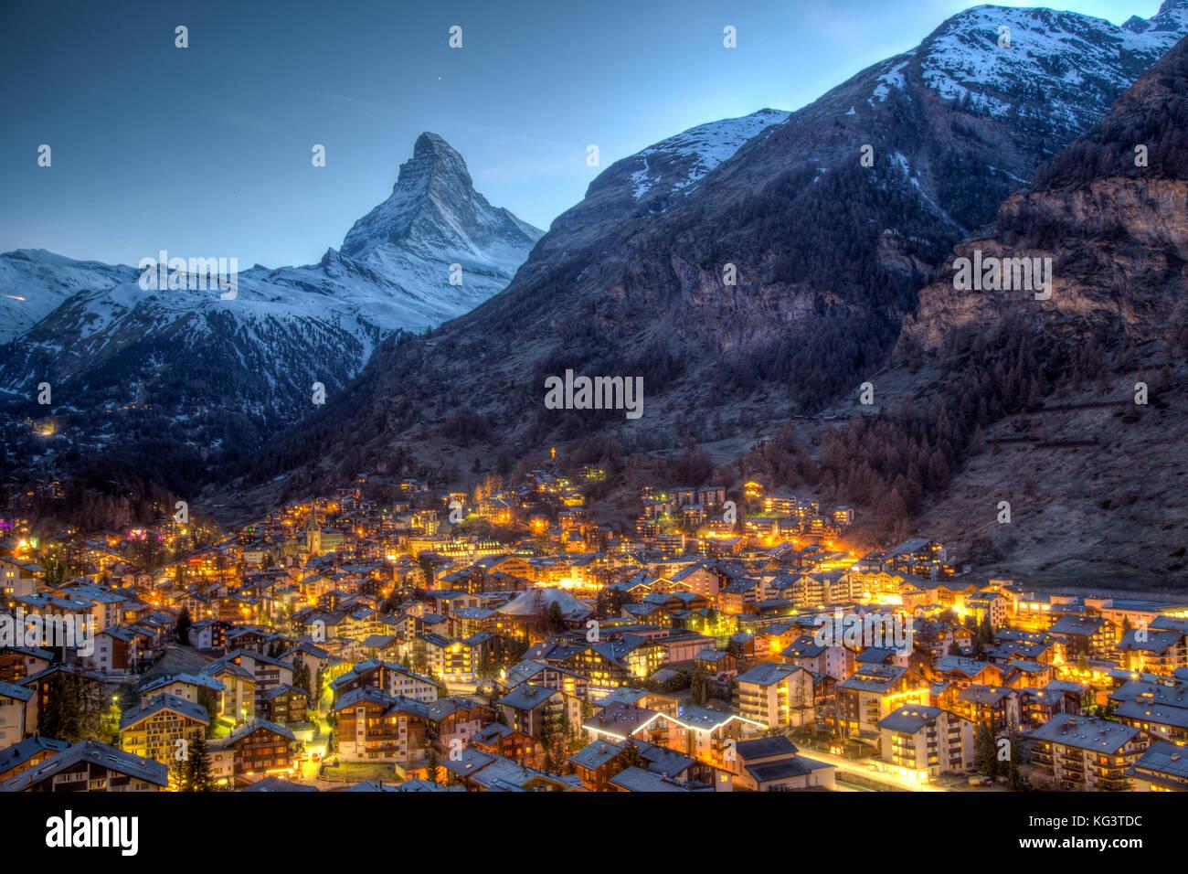 Und das Matterhorn Zermatt anzeigen Stockbild