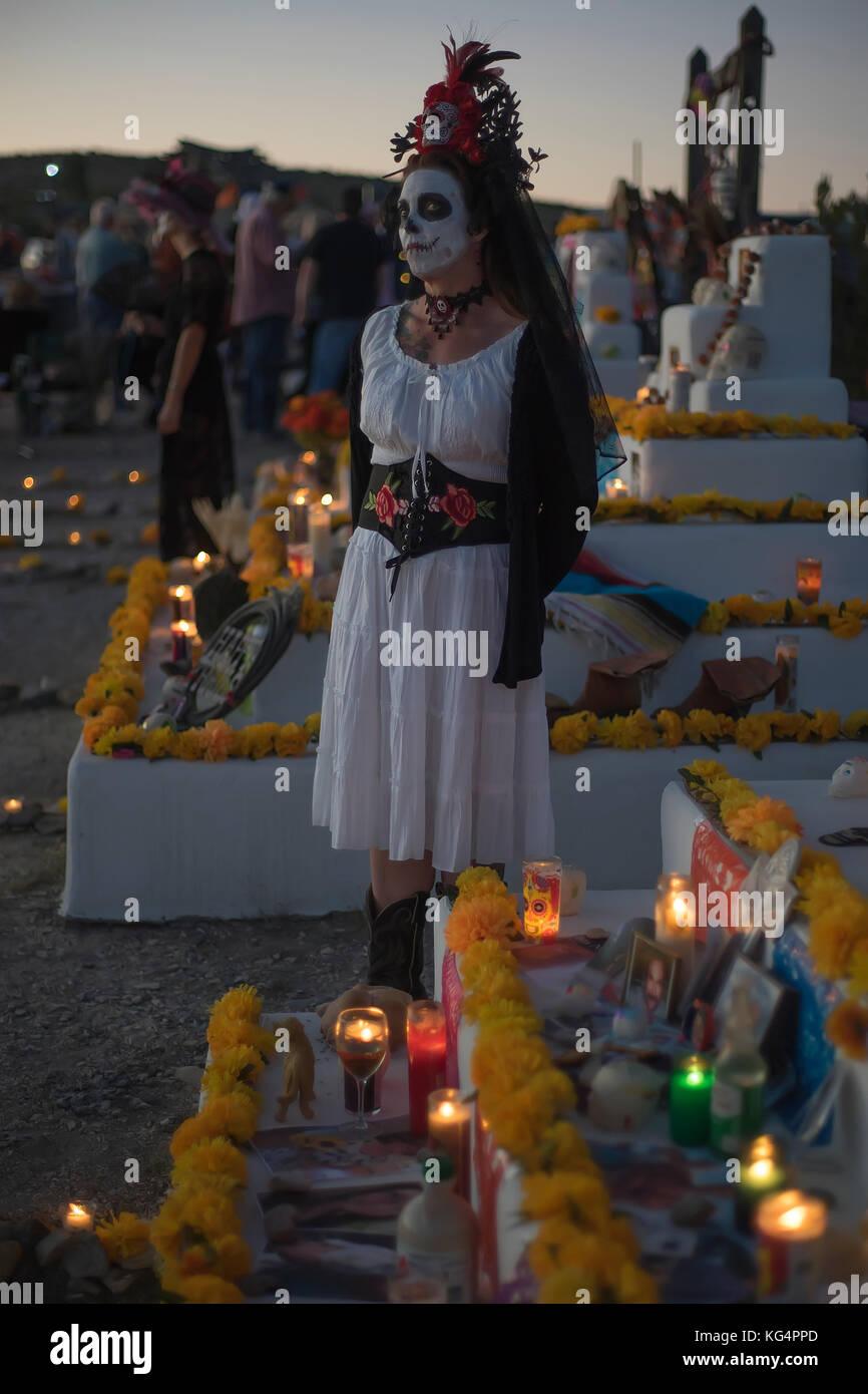 Feier der Dia de los Muertos, der Tag der Toten in Terlingua, einem ehemaligen Geisterstadt istuated an der Grenze Stockbild