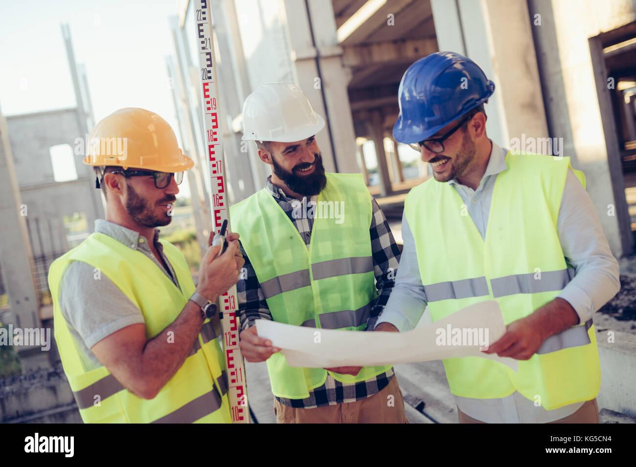 Portrait der Bauingenieure Arbeiten auf der Baustelle Stockbild