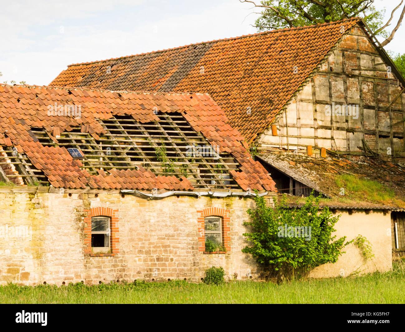 Tile Old Barn Farm Roof Stockfotos Tile Old Barn Farm Roof Bilder