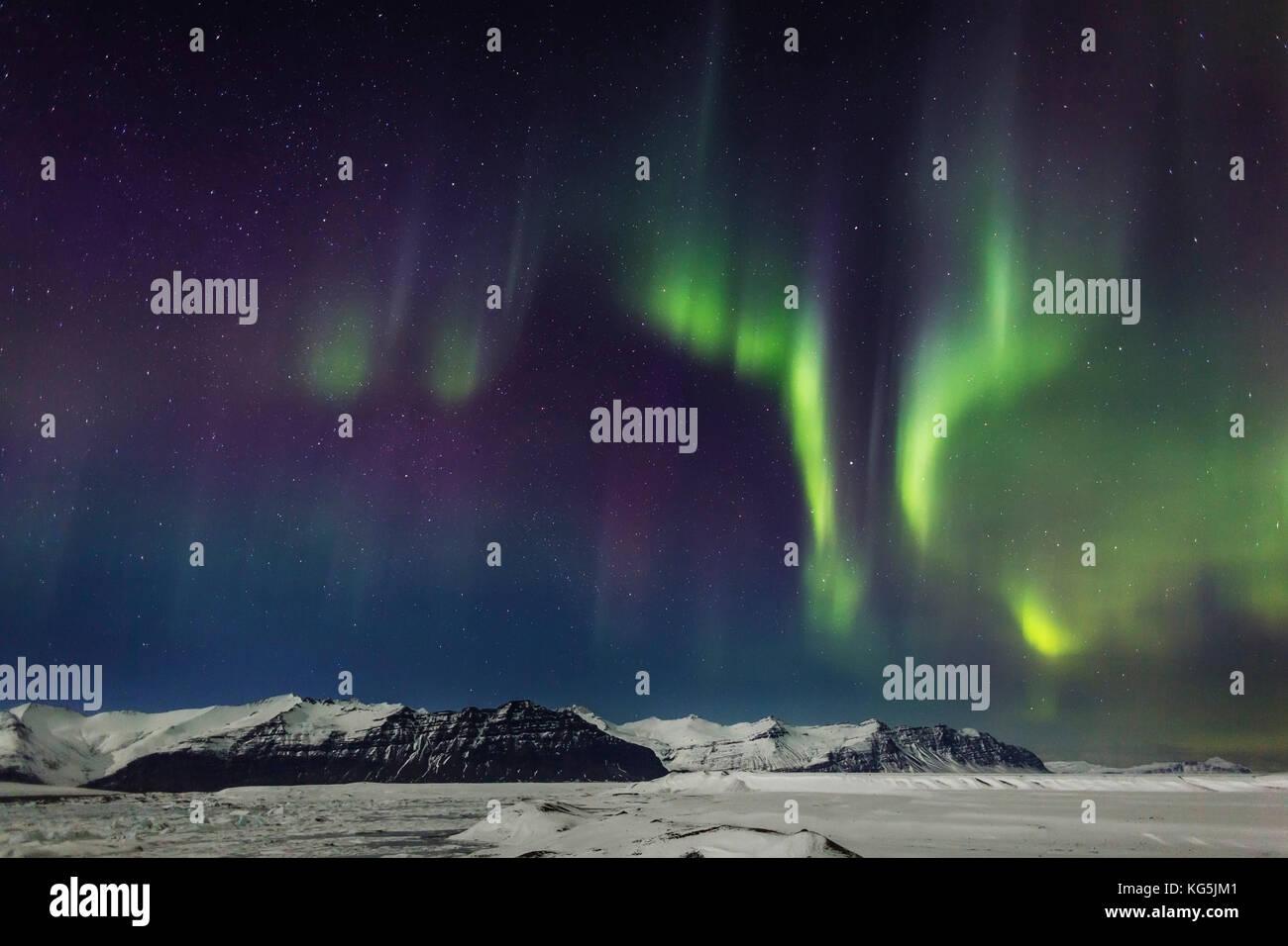Auroras und Eisberge an der Gletschersee Jökulsárlón, breidamerkurjokull, Eiskappe des Vatnajökull, Stockbild