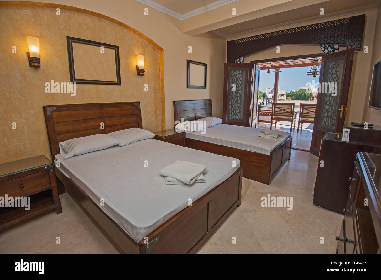 Interior Design Einrichtung Einrichtung Von Luxus Zeigen Home Schlafzimmer  Mit Möbeln Und Meerblick, Terrasse Stockbild
