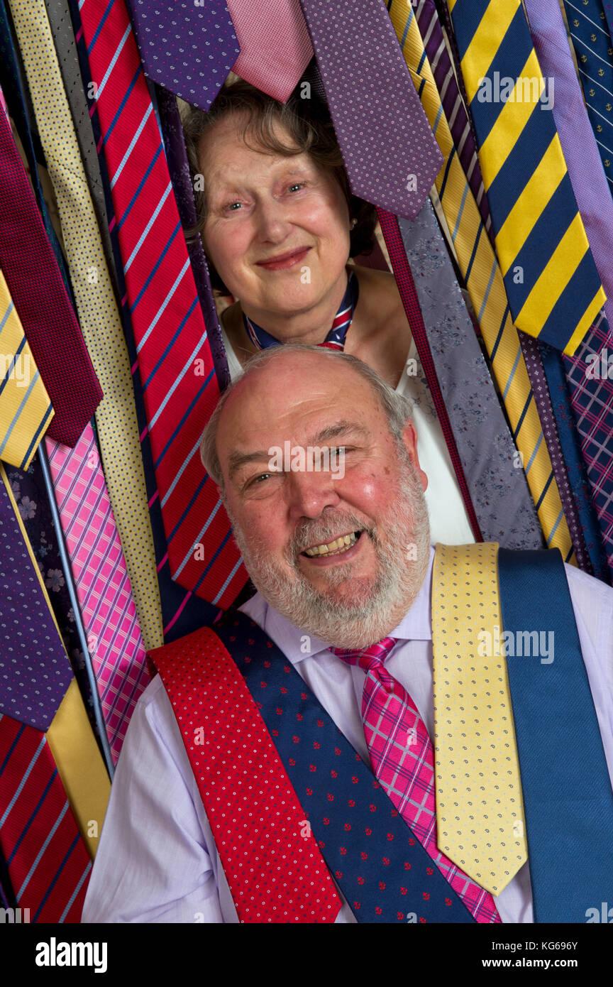 Frank Theak & Roskilly binden Unternehmen, mit Eigentümer John und Carol Mott. Stockfoto