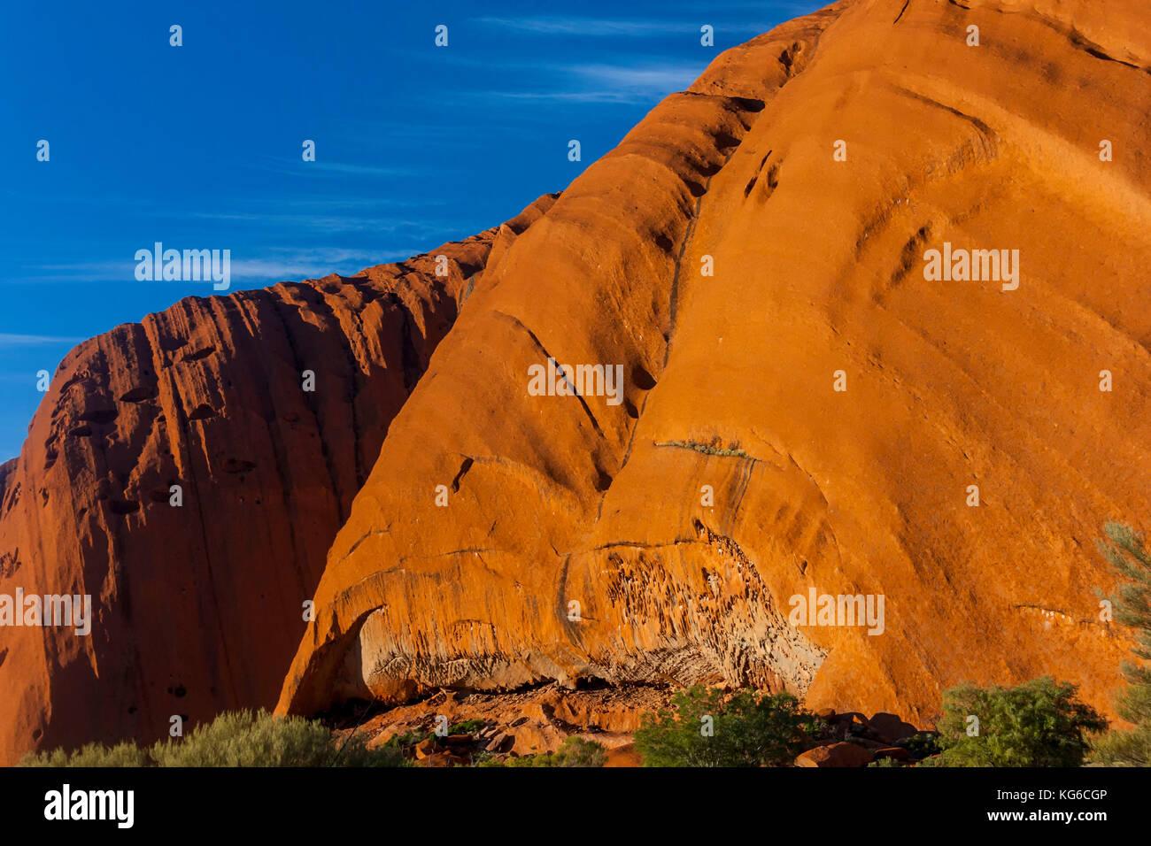 Uluru detail und blauer Himmel, rote Zentrum, Australien Stockbild