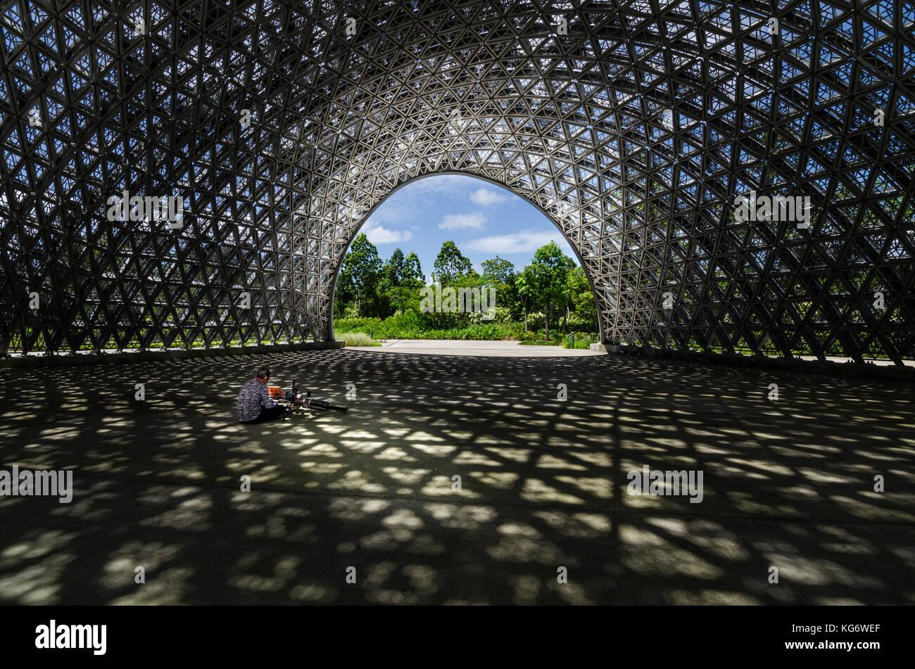 Pavillon für die Zukunft von uns Ausstellung, eine leichte Filterung Dach mit über 11000 dreieckige Aluminiumbleche. Stockbild