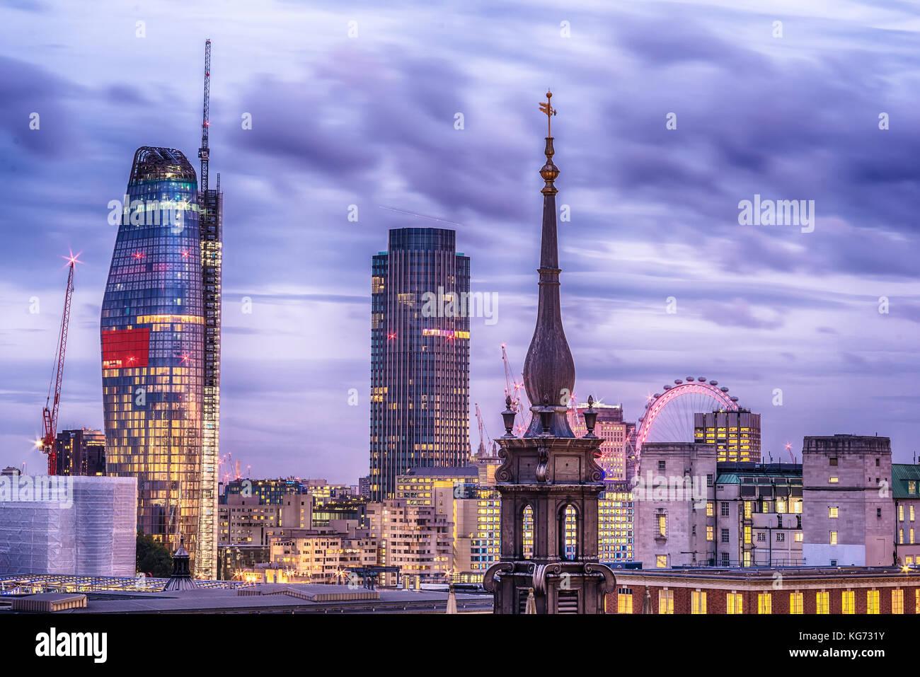 London, Großbritannien - 2 August, 2017: Antenne Nacht Blick auf die Stadt Stockfoto