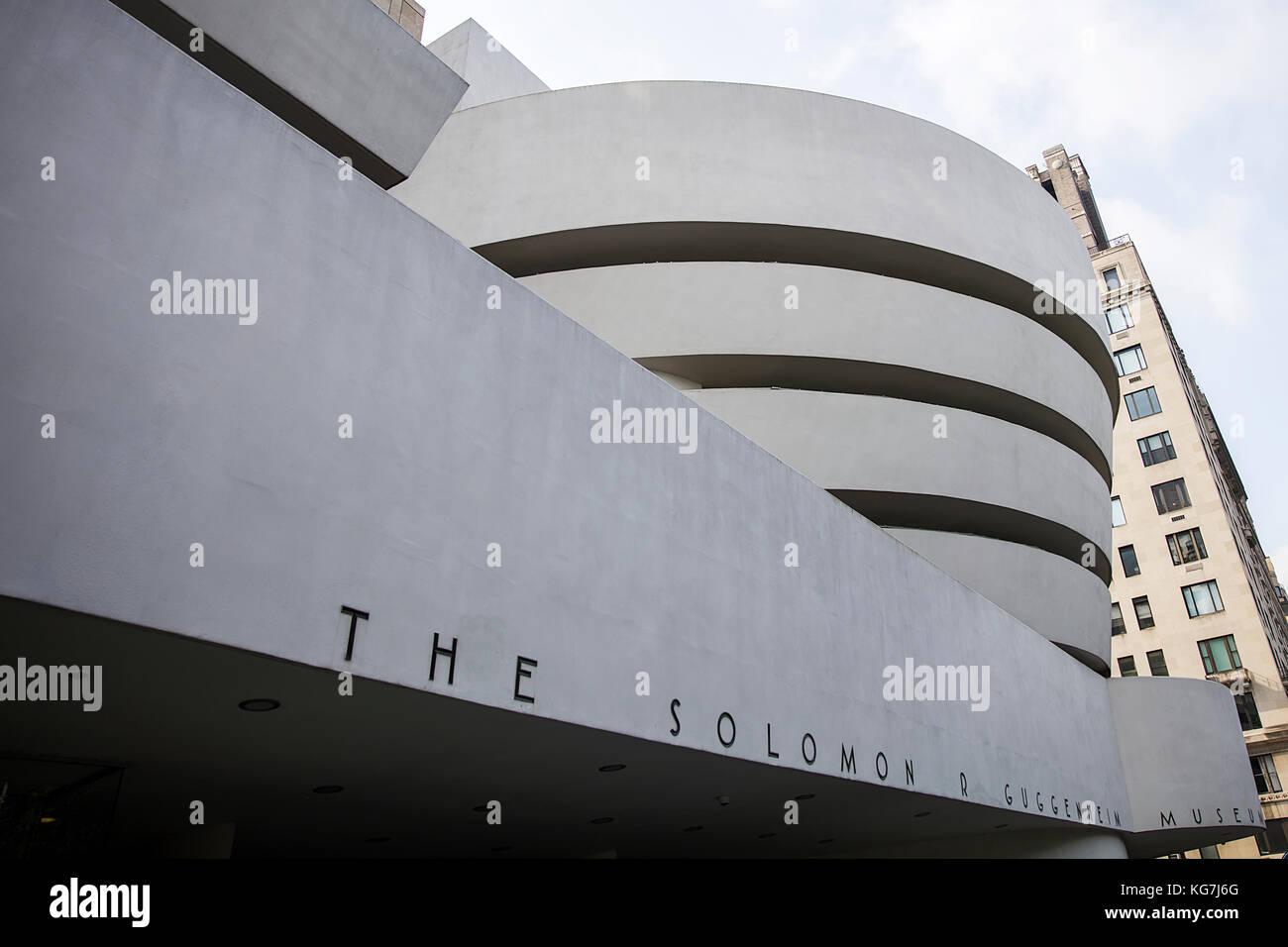 New York, USA - 22. August 2017: Detail des Guggenheim Museum in New York. Museum wurde von Frank Lloyd Wright und Stockbild