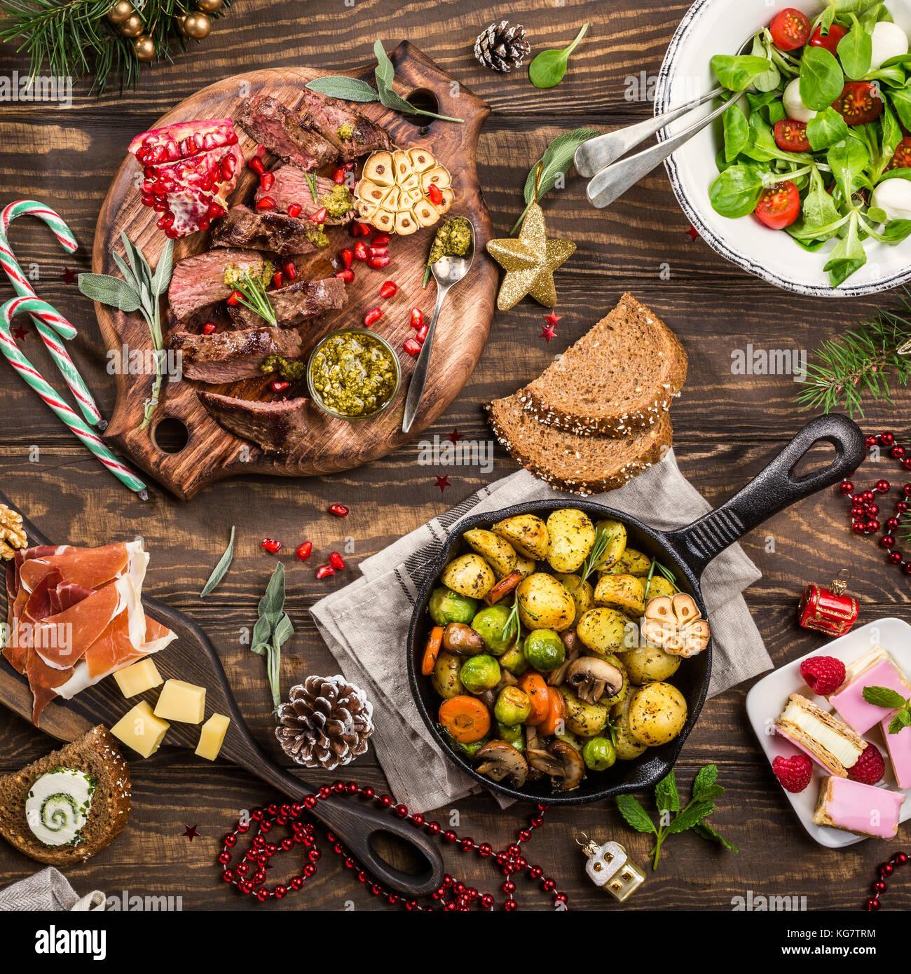 Weihnachten thematische Abendessen in Tabelle Stockbild