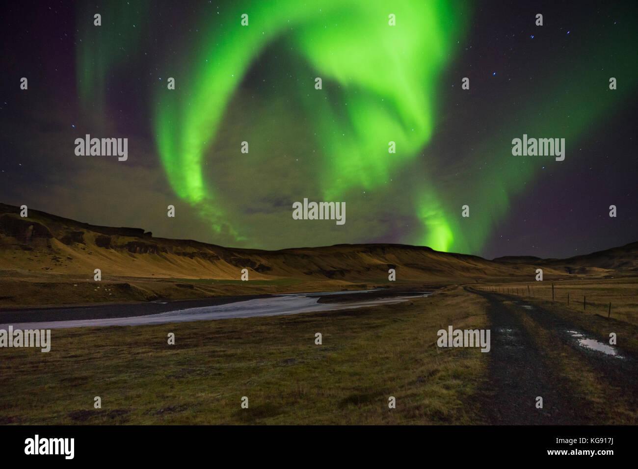 Nordlichter Aurora Borealis über Landschaft in Island Stockbild