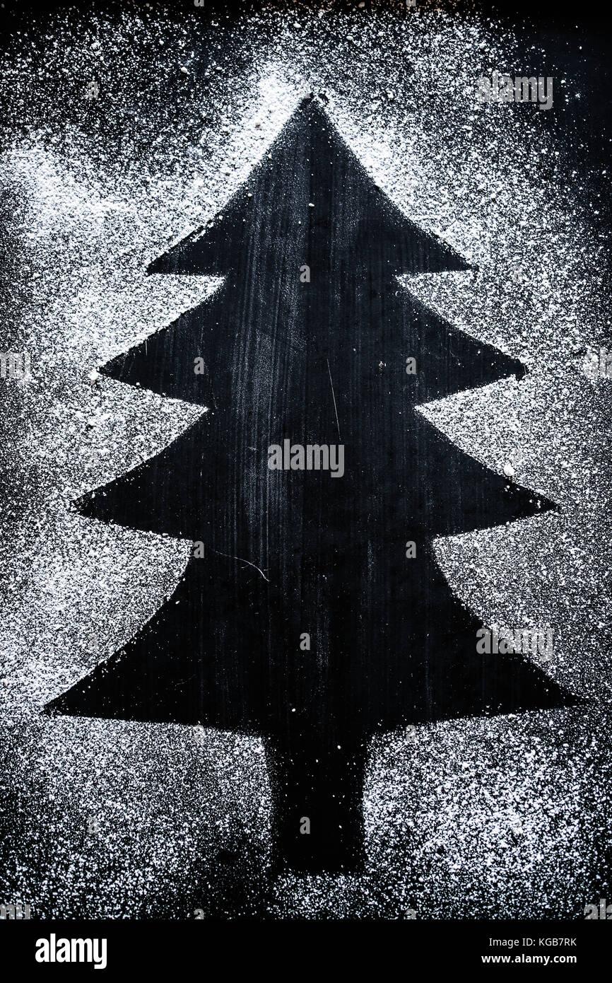 Ein fake Weihnachten Baum, gezeichnet mit Puderzucker Stockbild