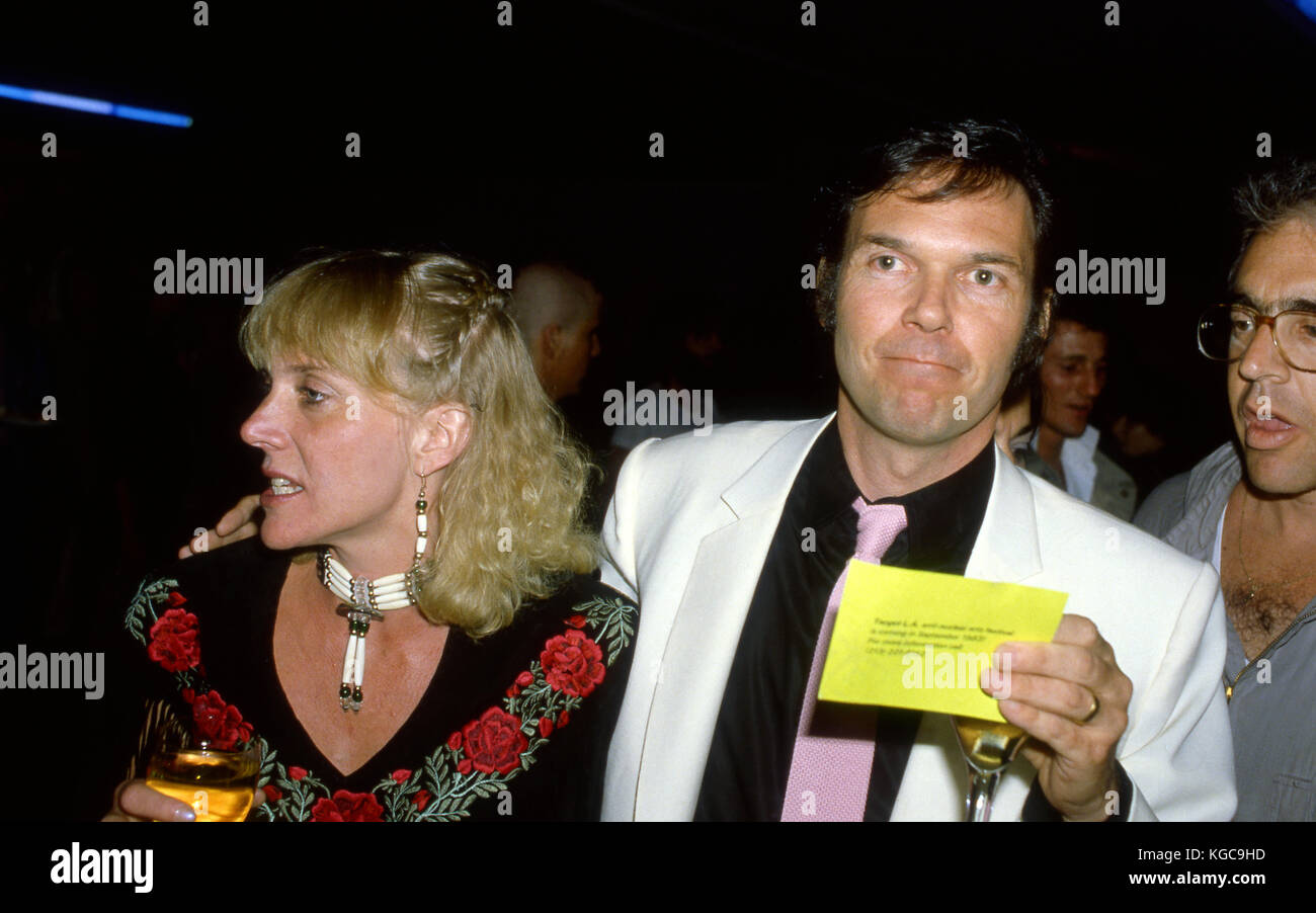 Neil Young mit Frau Peggi bei Premiere Party für seinen Film Human Highway in Los Angeles, CA Stockbild