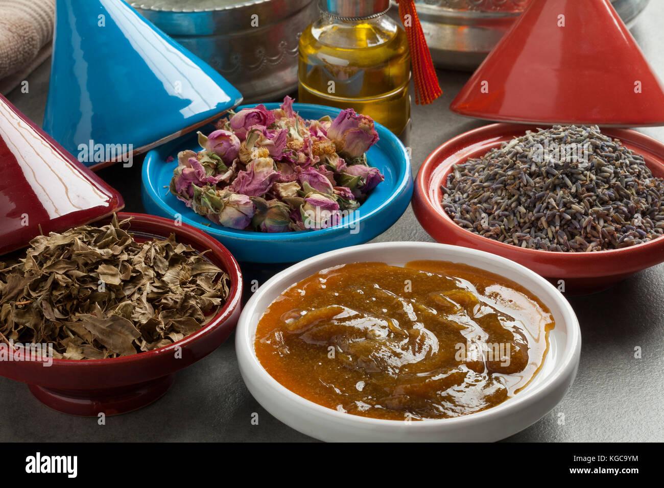 Vielfalt der traditionellen marokkanischen Kosmetische hamam Kräuter Stockbild