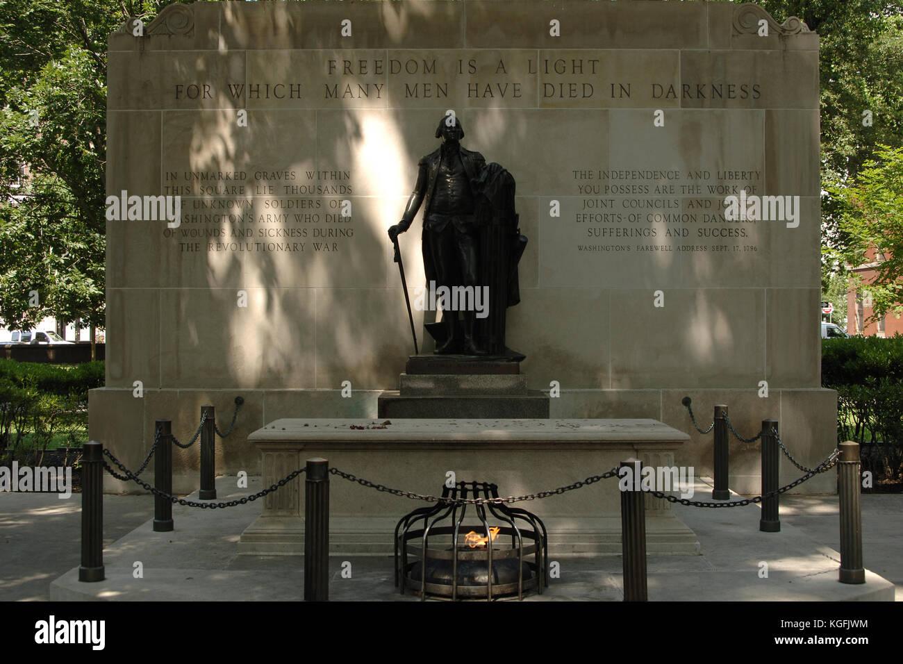 Vereinigten Staaten. Pennsylvania Philadelphia. Grab des Unbekannten revolutionären Krieg Soldat, 1957. Durch Stockbild