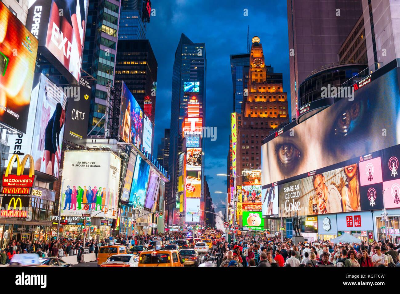 New York USA New York Times Square besetzt mit Touristen in Manhattan New York USA Amerika Vereinigte Staaten von Stockbild