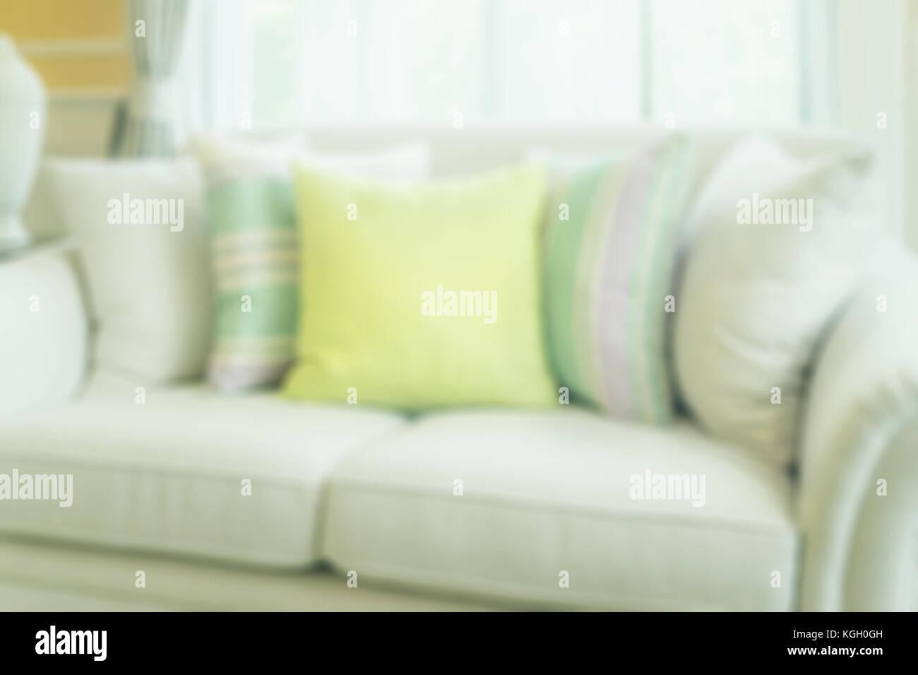 Verschwommen Grünen Kissen Auf Modernes Sofa Im Wohnzimmer Für Hintergrund  Stockbild
