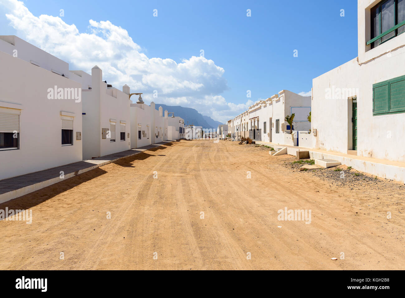 Straße von Caleta de Sebo in Insel La Graciosa, Kanarische Inseln, Spanien Stockbild