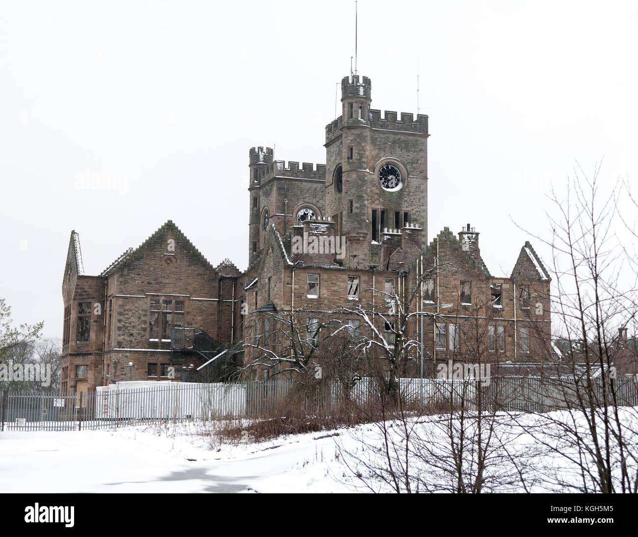 HARTWOOD, Schottland - 03. Dezember 2011: Das alte Krankenhaus in den Schnee. Sleep Hospital ist ein aus dem 19. Stockbild