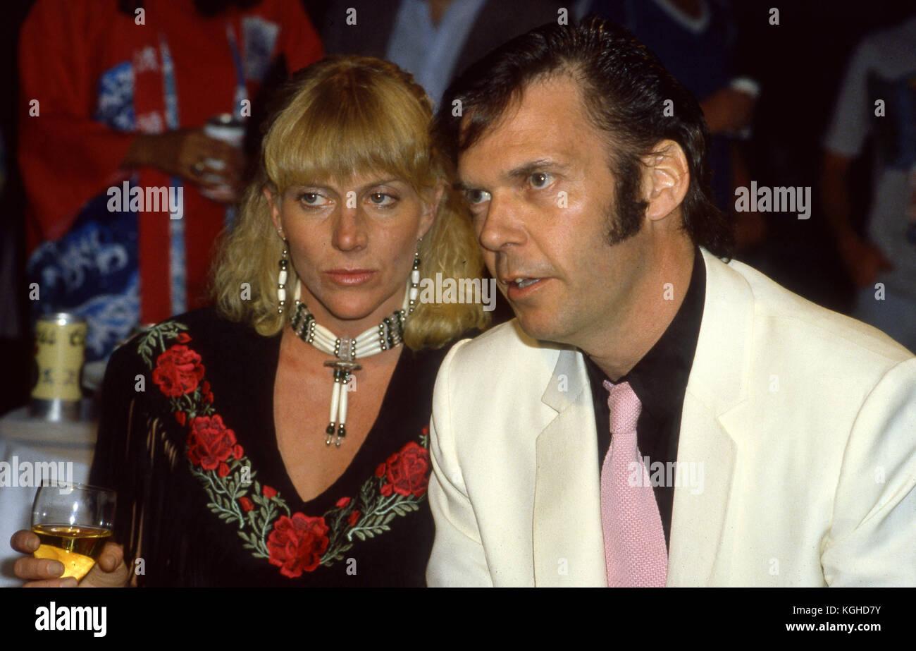 Neil Young und Frau peggi bei der Premiere Party für seinen Film Human Highway in Los Angeles, CA Stockbild