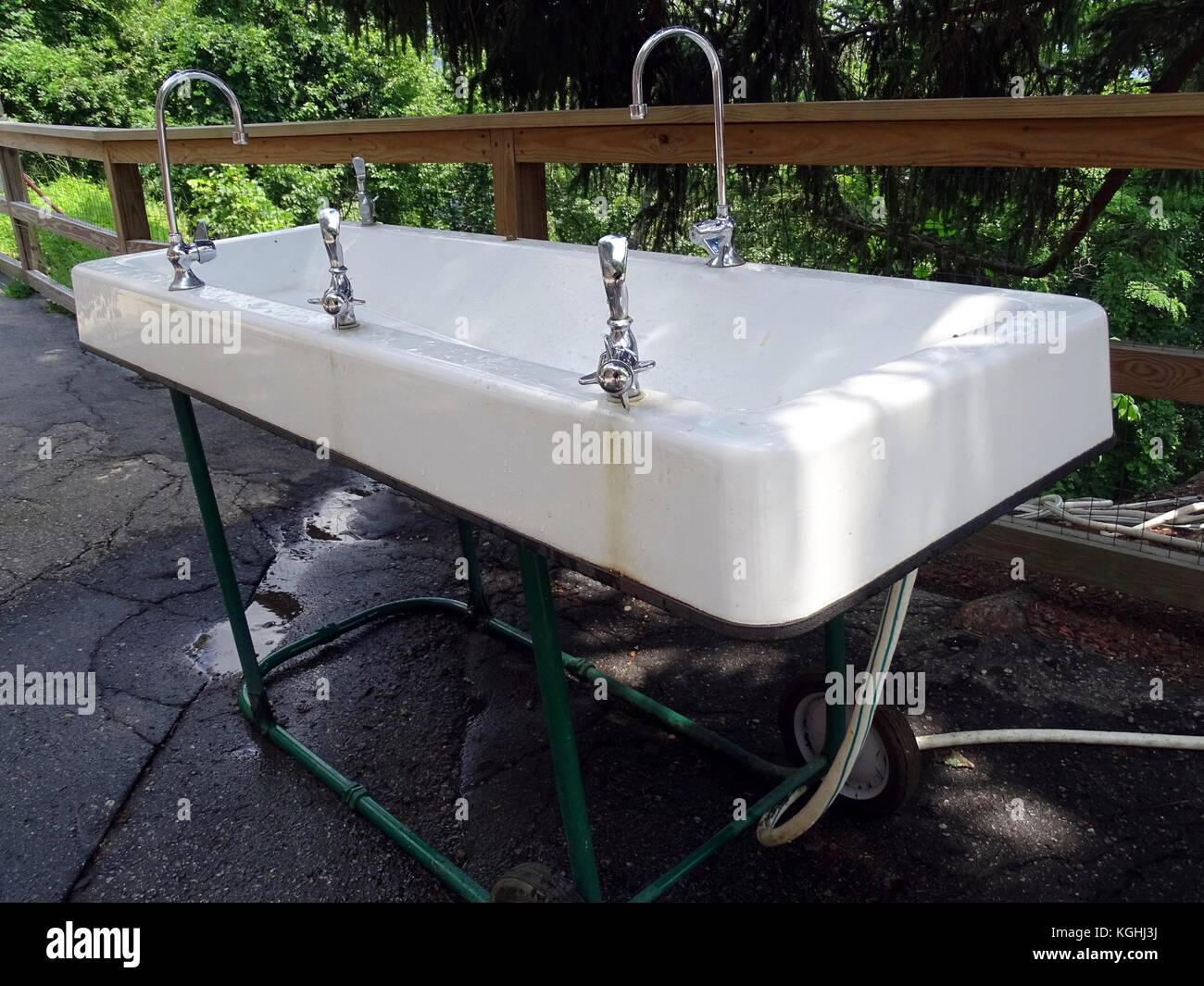 Outdoor Waschbecken.Eine Mobile Outdoor Waschbecken Werk Einschließlich Wasser