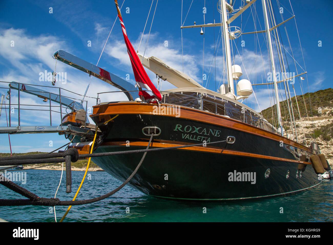 Luxus segelyacht holz  Corsica Bonifacio Super Yacht Stockfotos & Corsica Bonifacio Super ...