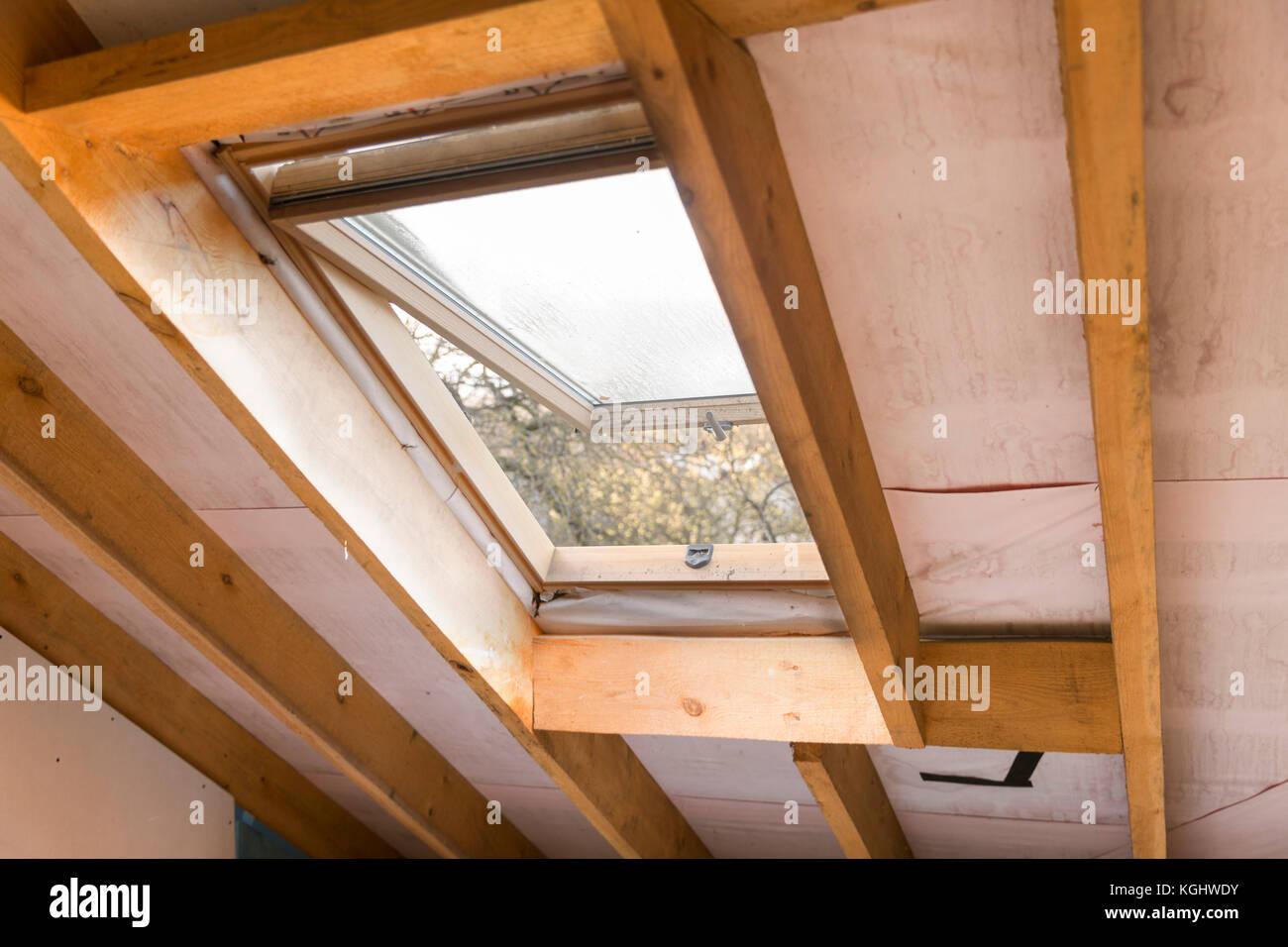Holz Und Mansarde Oder Dachfenster Auf Dachboden Dachgeschoss