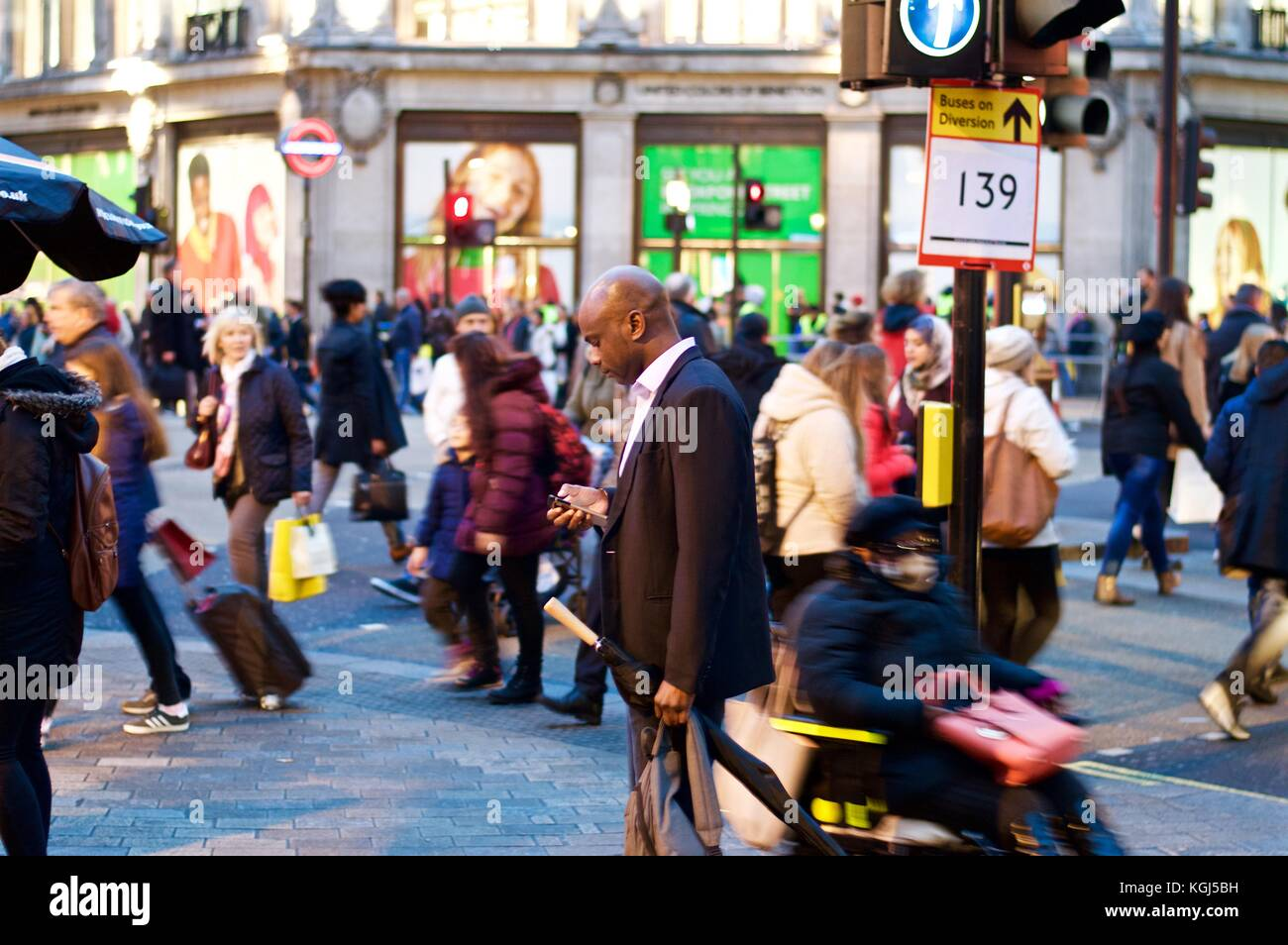 Isolated Man Busy Crowd Stockfotos & Isolated Man Busy Crowd Bilder ...