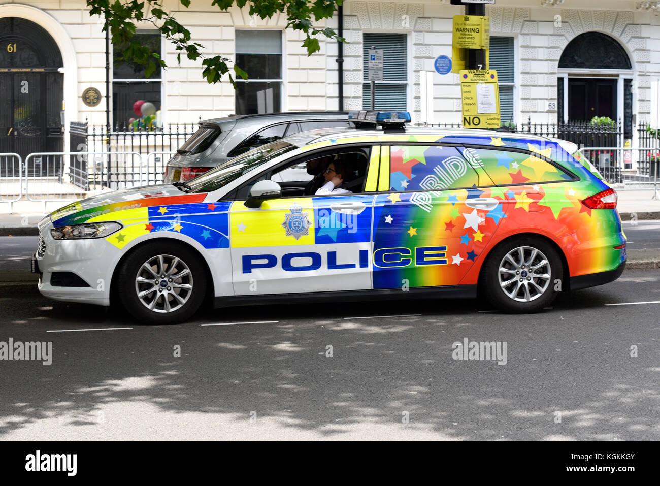 polizei auto in regenbogen farben farben f r stolz in. Black Bedroom Furniture Sets. Home Design Ideas