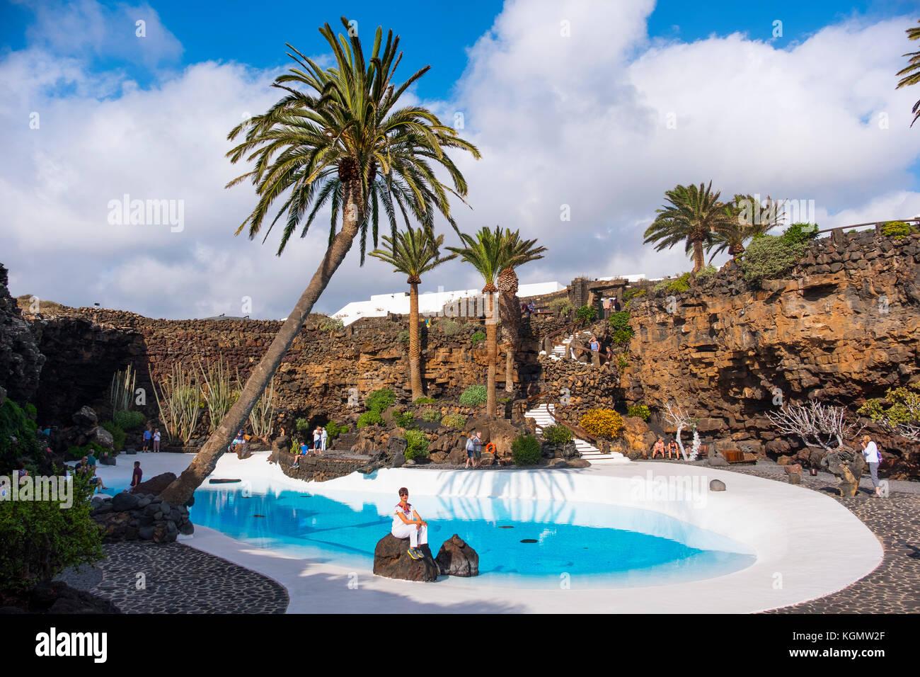 Garten und Pool. Jameos del Agua. Kunst, Kultur und Tourismus Center erstellt von César Manrique. haria Lanzarote Stockfoto