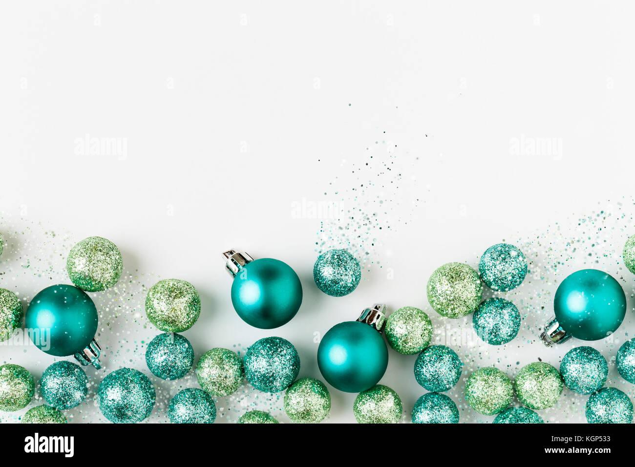 Schöne, moderne, helle blaue und grüne Weihnachten Ornamente ...