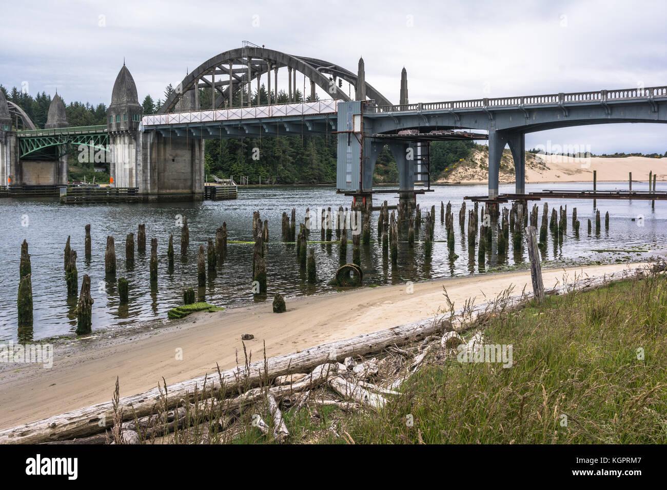 Florence, Oregon, USA - Juni 7, 2017: Die Brücke über den siuslaw River Stockbild