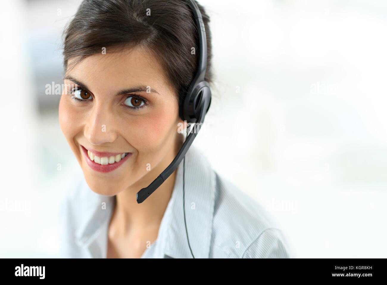 Porträt der schönen Kundendienstmitarbeiter Stockbild