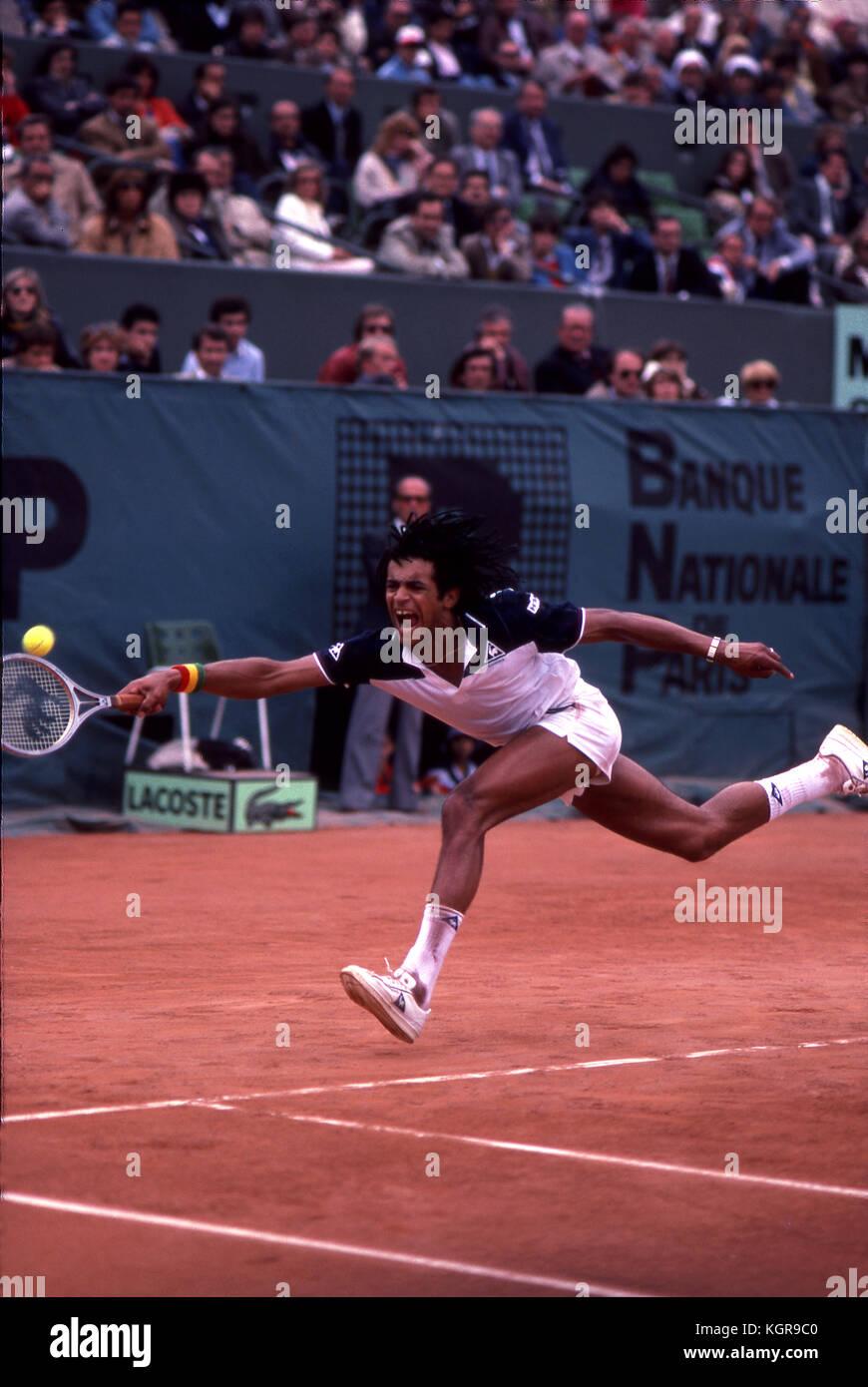 Yannick Noah am 1983 French Open in Roland Garros. Stockbild