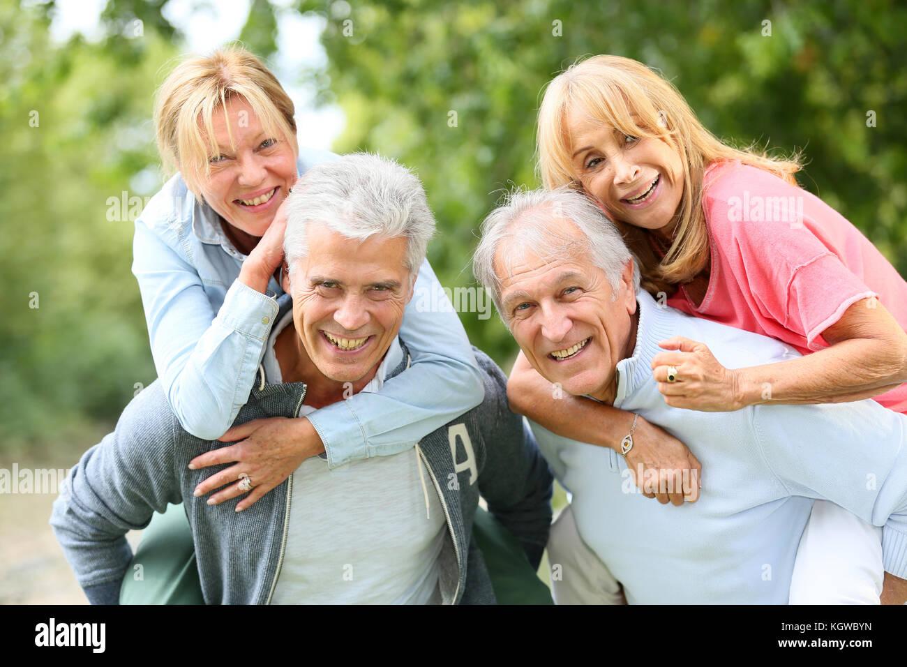 Latinomänner, die ältere frauen datieren
