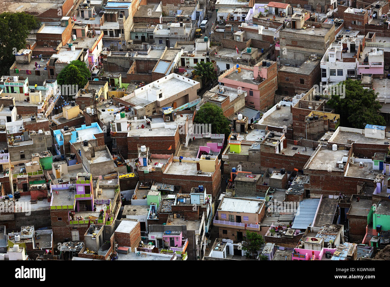 Luftaufnahme der Häuser in Jaipur, Menschen, Alltag, Rajasthan, Indien. Stockbild