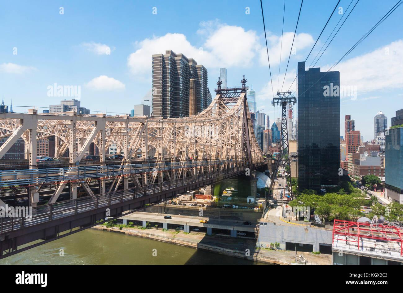 New York USA New York ed Koch Queensborough Bridge über Roosevelt Island und dem East River Queens mit Manhattan Stockbild