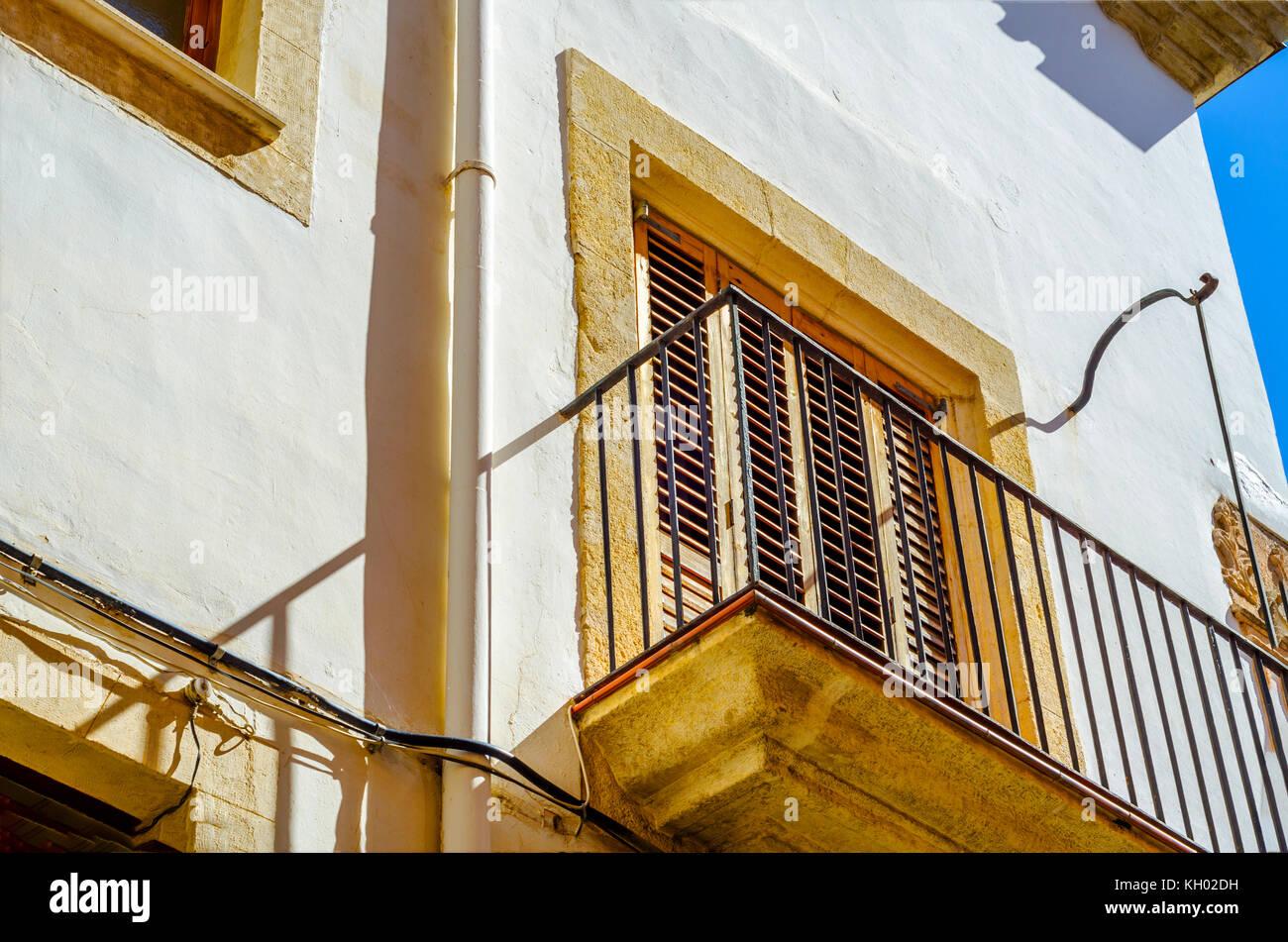 Stilvolle Balkon Mit Einem Metallgelander Solide Architektonische