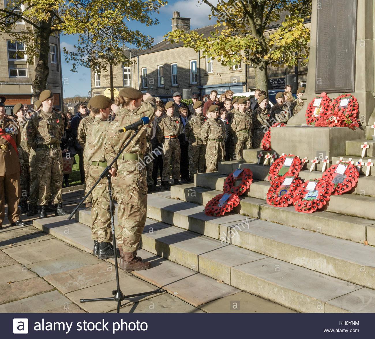 Reportagen, Archivierung, 12. November 2017. Glossop Derbyshire England Trauerfeier, Mitglieder von Derbyshire Armee Stockbild