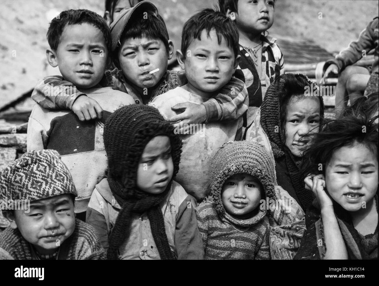 Nepal: Land Kinder - Schwarz-weiß Stockbild