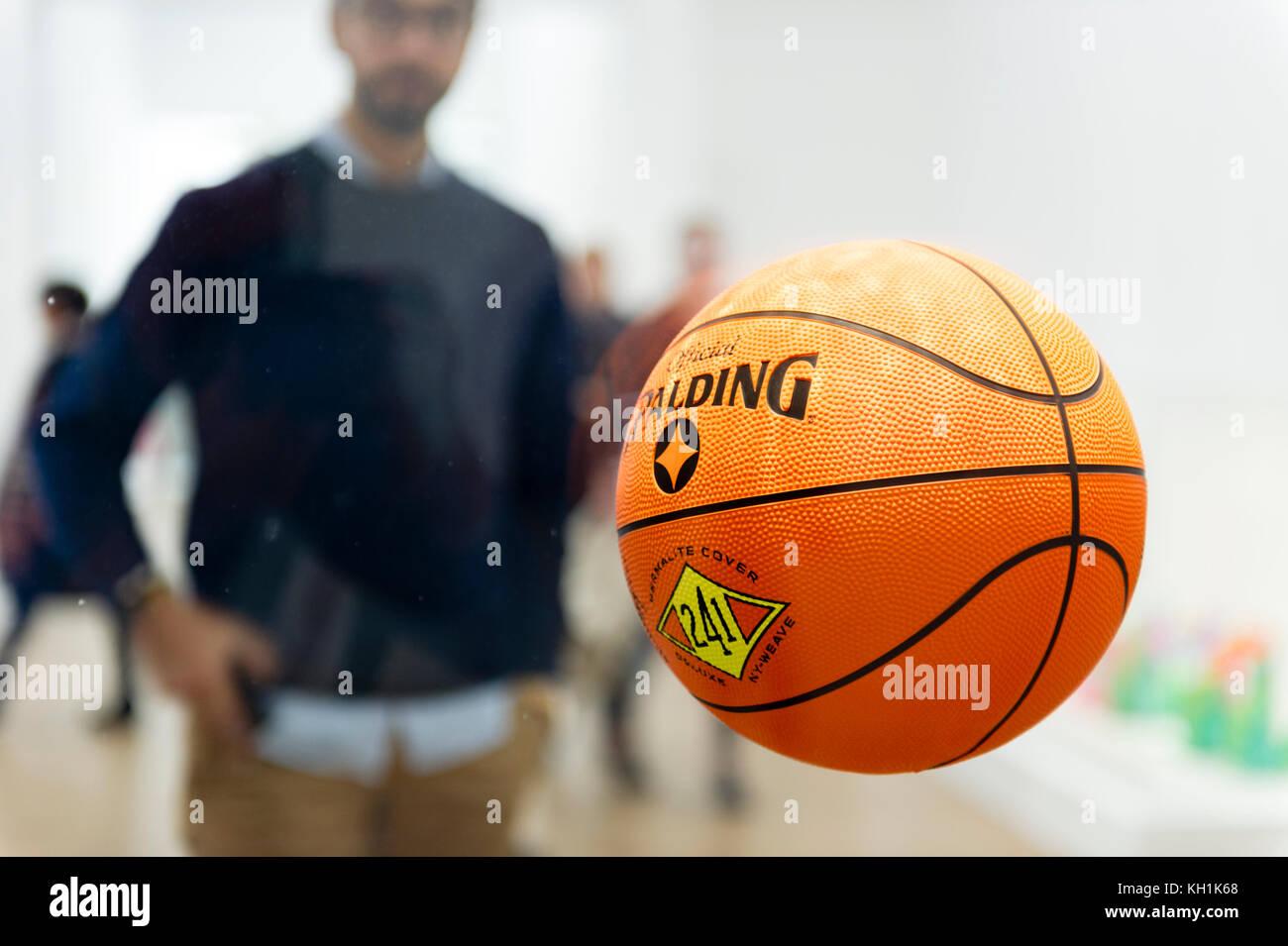 """Frankreich. Paris (75), 1er Arr. Jeff Koons Ausstellung. Beaubourg Zentrum. """"Drei Ball insgesamt Gleichgewicht Stockbild"""