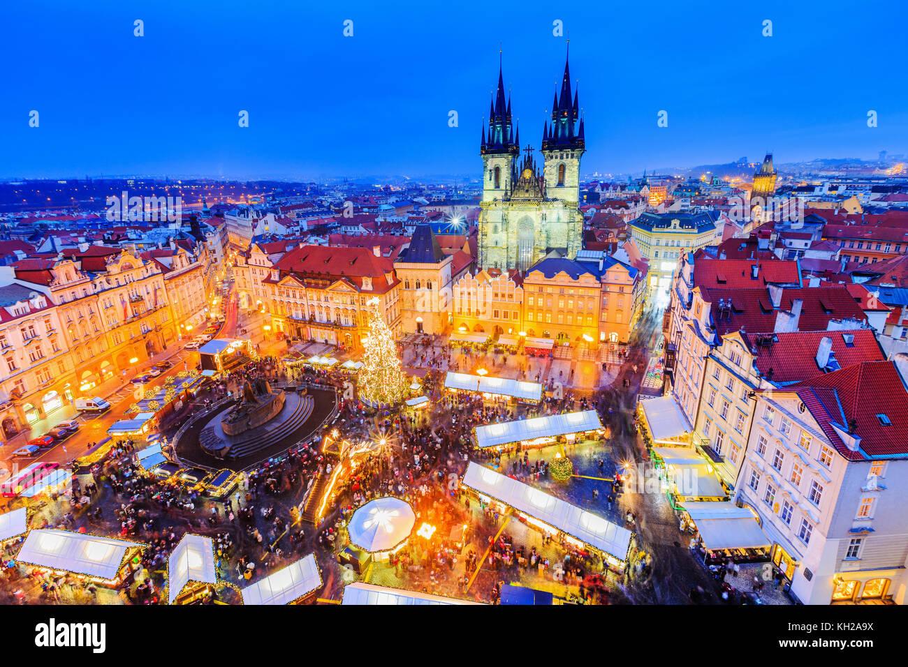 Prag, Tschechische Republic. Weihnachtsmarkt auf dem Altstädter Ring. Stockbild