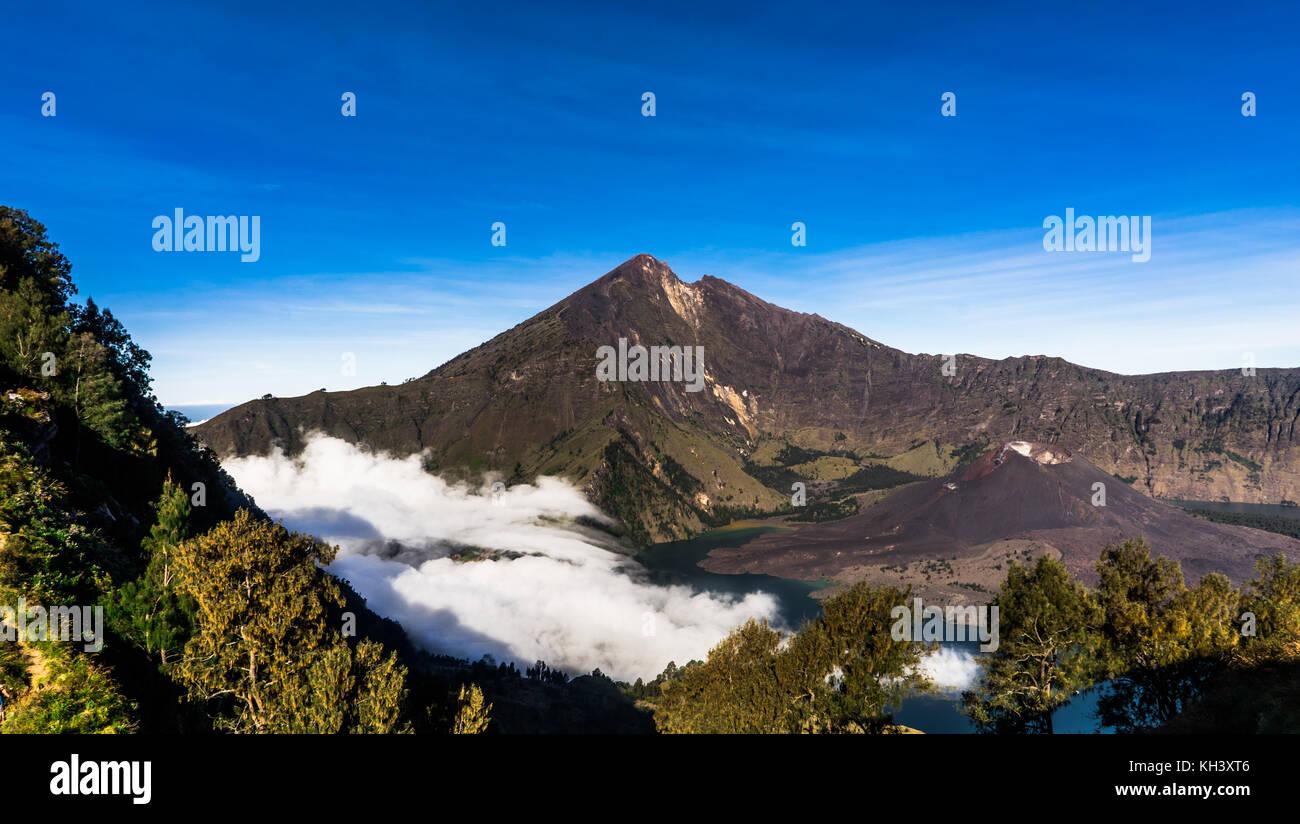 Vulkan Crater Lake von Mount Rinjani auf Lombok Indonesien Stockbild
