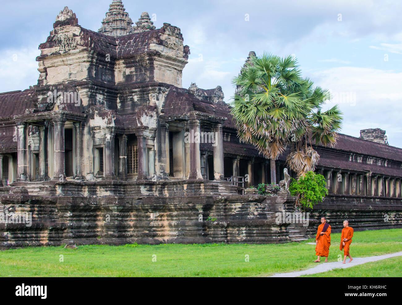 Buddhistische Mönche im Tempel Angkor Wat in Kambodscha Siem Reap Stockfoto