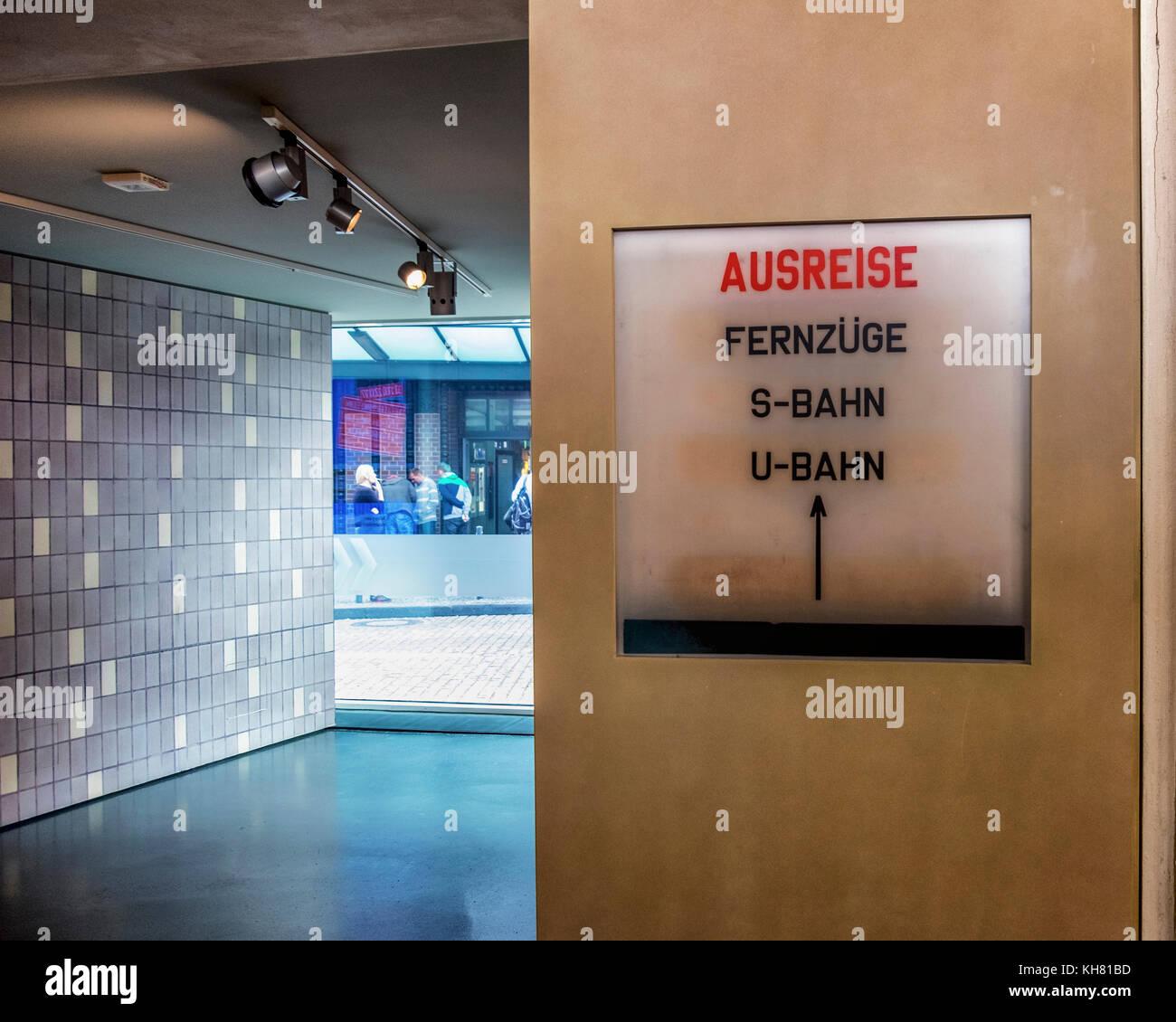 Berlin, Mitte. Tränenpalast, Palast der Tränen. Ausstellung & Museum erzählt von Grenzerfahrungen Stockbild