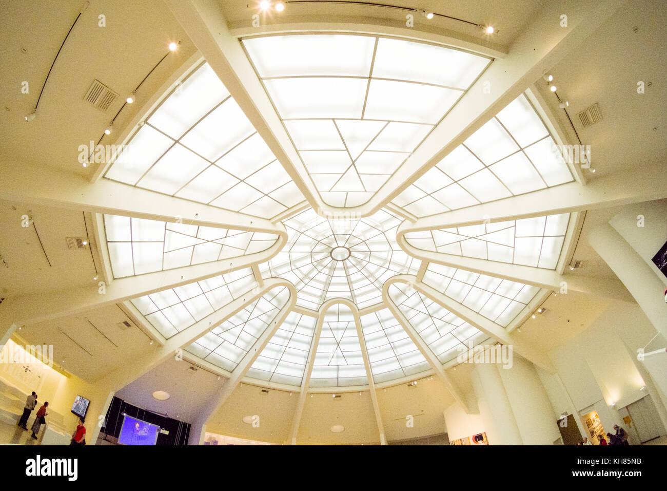 Zentrale Oberlicht Guggenheim Museum, 5th Avenue, Manhattan, New York City, NY, Vereinigte Staaten von Amerika. Stockbild
