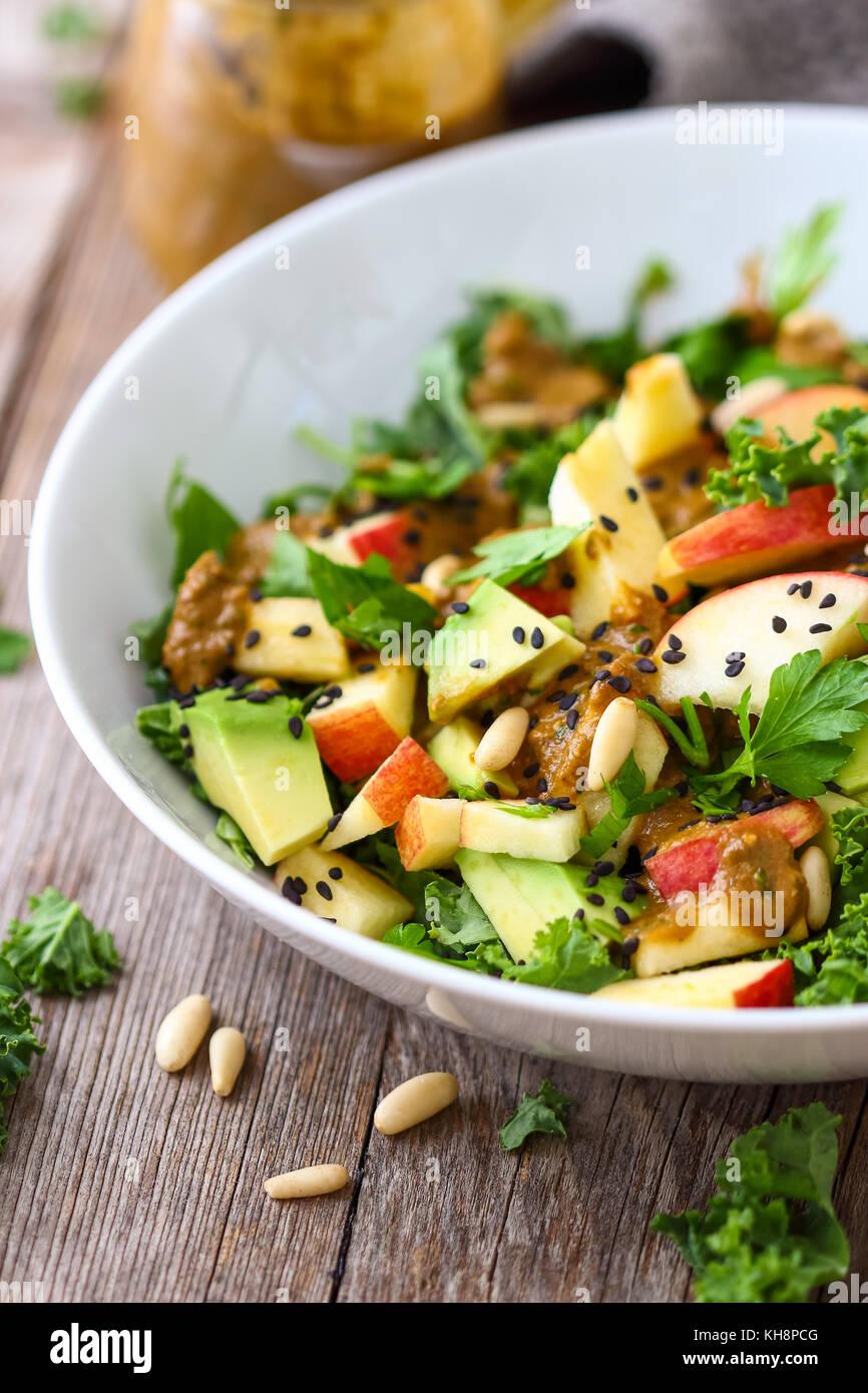 Gesunde Rohstoffe kale Salat Stockbild