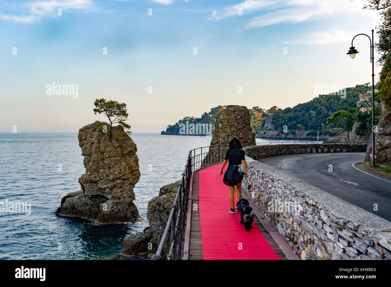 Italien Ligurien. Golf von Tigullio, Italienische Riviera. Den roten Teppich die Verknüpfung von Rapallo nach Stockbild