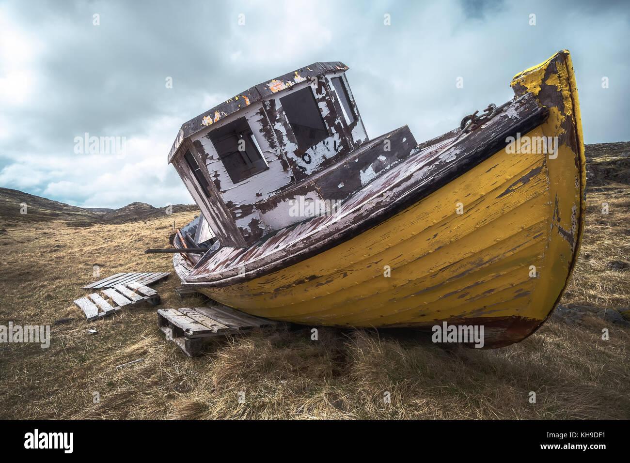 Alte Fischereifahrzeug in den Westfjorden, Island Stockbild